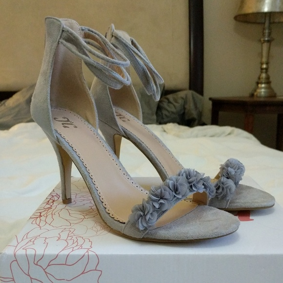 6c6b45c068e NWB Gray faux suede strappy high heel sandals
